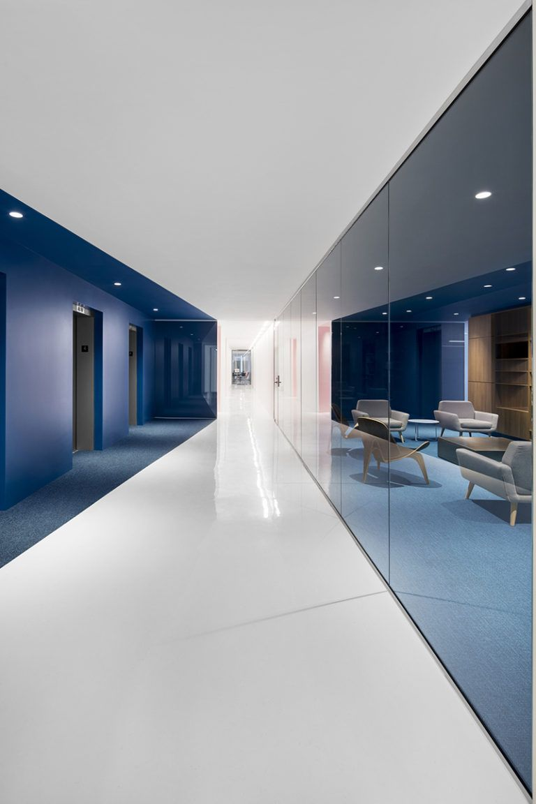 This Office Interior Used Color To Create Distinct Spaces Office