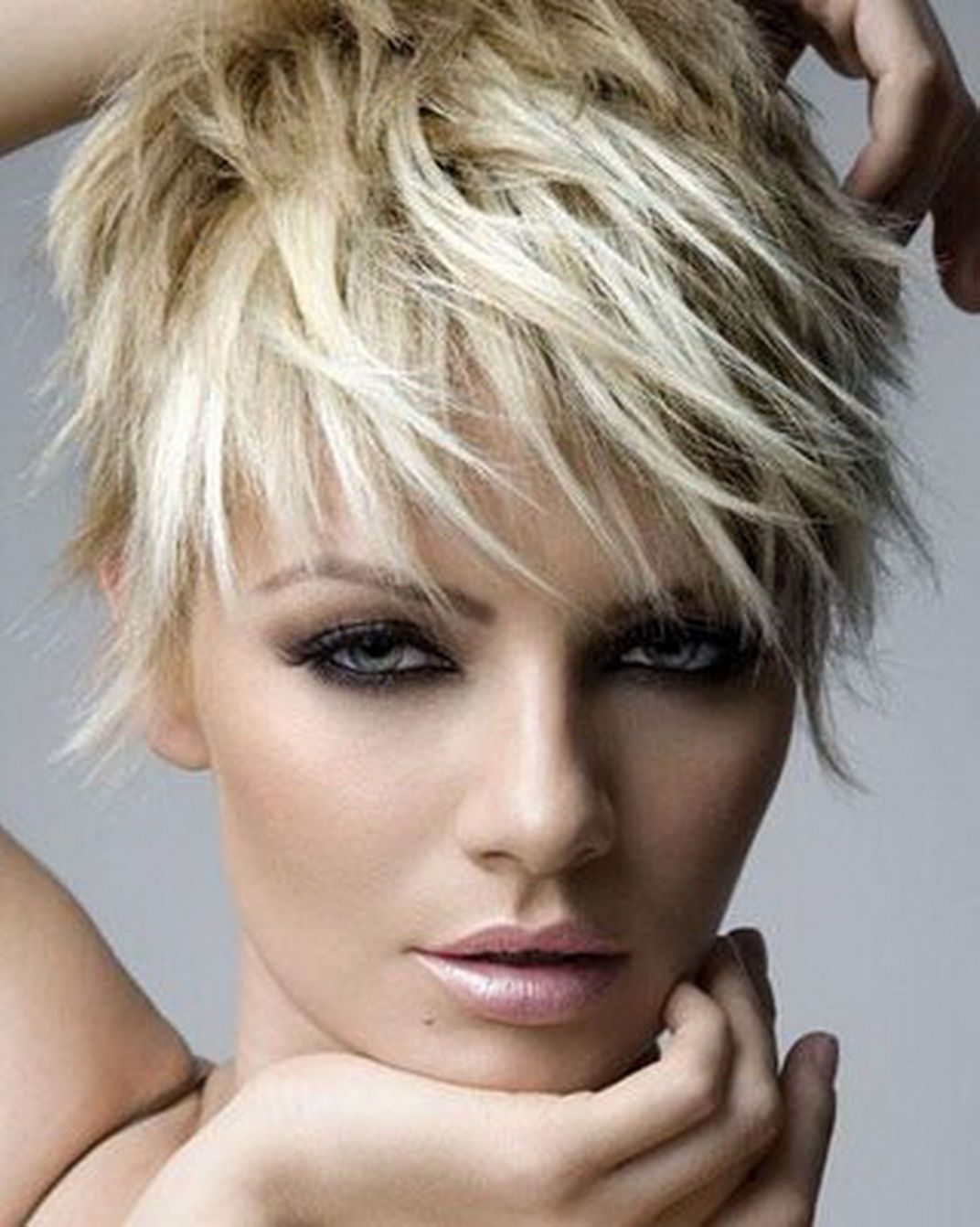 trendy short hair trends edgy haircuts for wavy hair ...