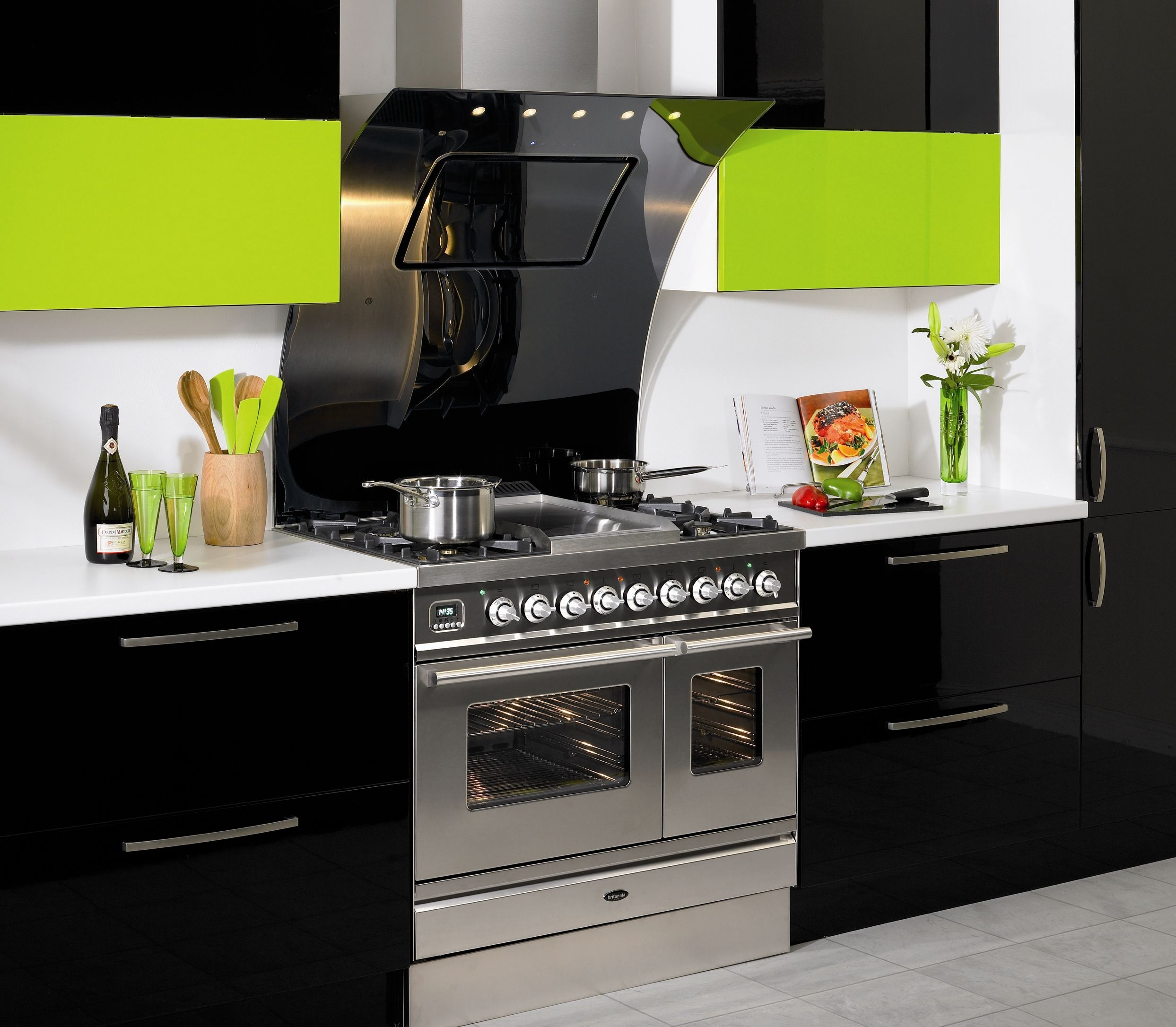 Fabulous Latest Trends In Kitchen Design With Contemporary Built In Hood  And Chic Free Standing Cooker Part 83