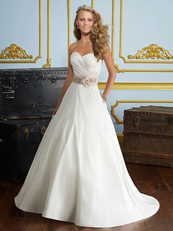 Alluring Taffeta White A Line Strapless Sweetheart Neckline Sleeveless Wedding Dress