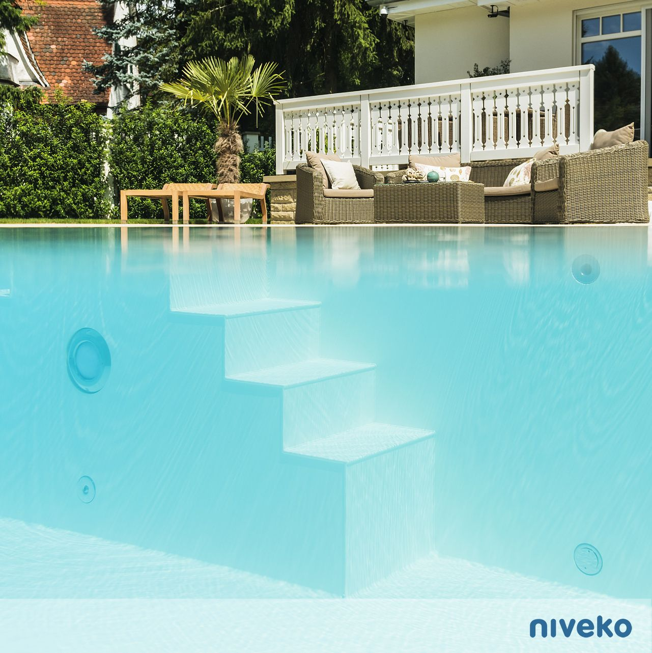 Swimming Pool Frankfurt Mrs Von Heesen Niveko Pools In Germany Germany Overflow Pool