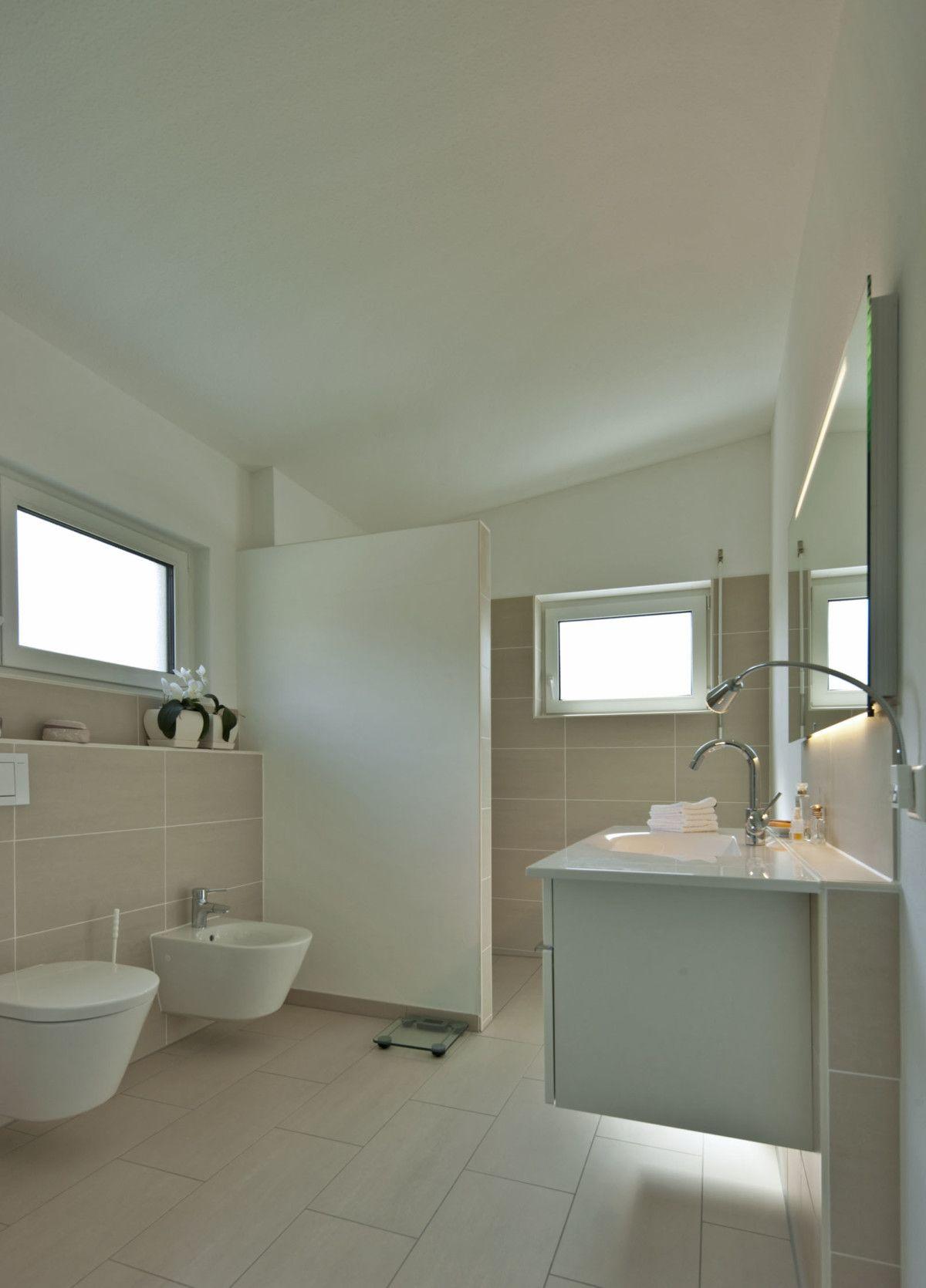 Badezimmer Mit Abtrennung Dusche Gemauert   Einrichtung Ideen Baumeister  Haus Kempf Massivhaus   HausbauDirekt.de