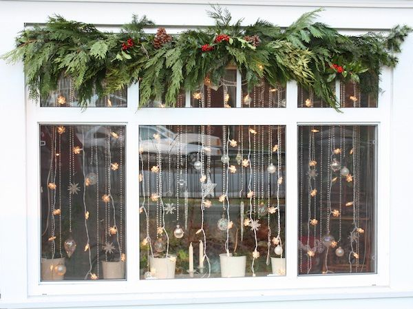Christmas Window Decorations. Christmas Garlands. #christmas  #christmasideas #christmasdecorations #xmas #