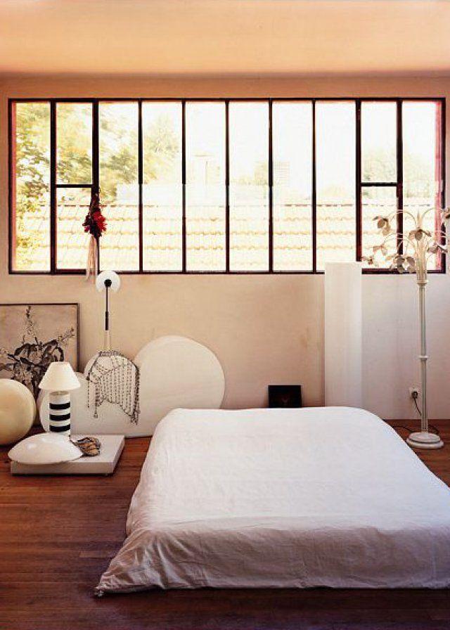 O placer son lit pour mieux dormir chambre bedroom chambre zen futon lit au sol - Ou mettre son lit dans une chambre ...