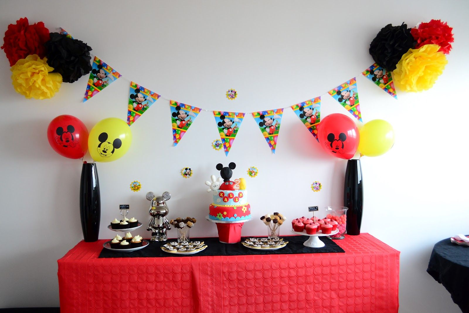 D coration anniversaire mickey rouge noir et jaune for Decoration jaune