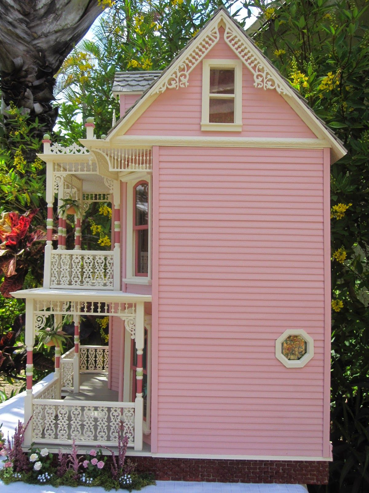 This is the Elizabeth Street Victorian Dollhouse. Description from ...