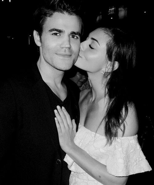 Claire holt dating paul wesley