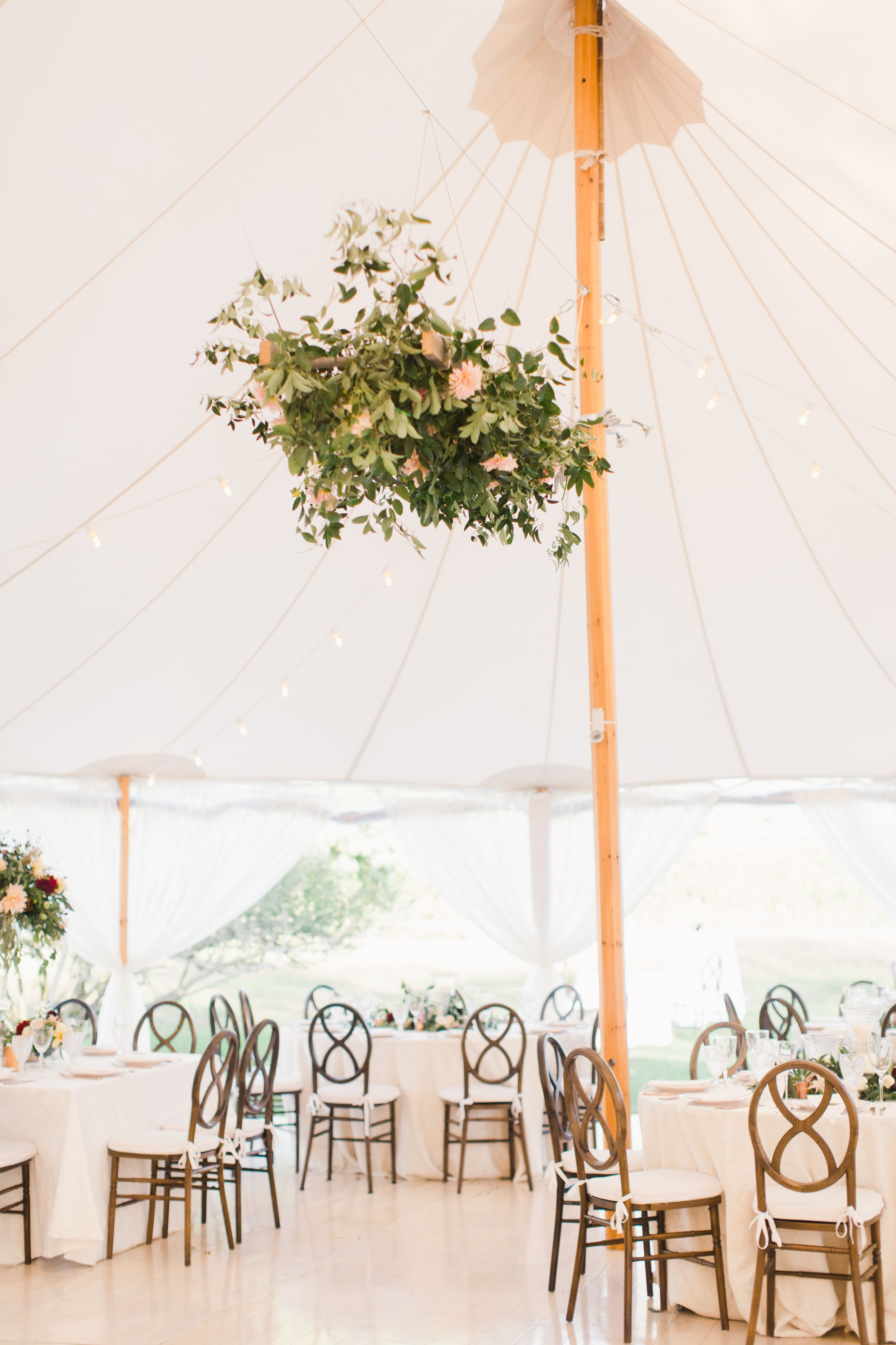 This Real Wedding Took Place At A Private Residence In East Hampton Ny Pla Hamptons Wedding Wedding Reception Southern California Wedding Southern California