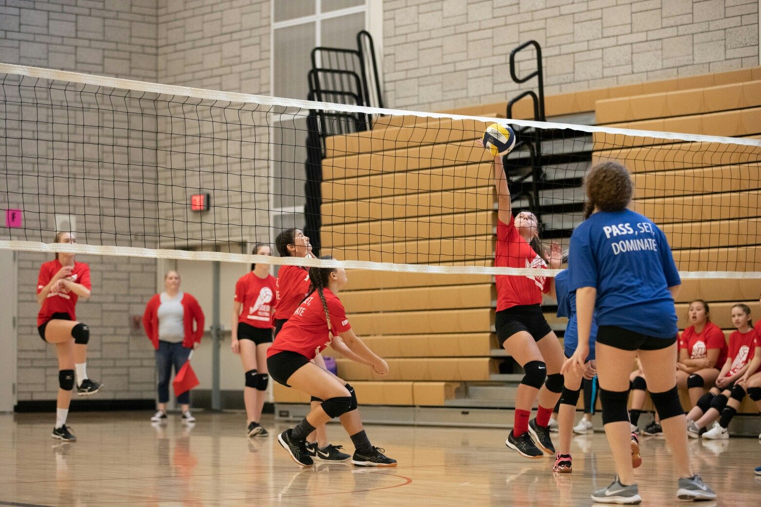 Pin By Dlorrah Harrold On Volleyball Volleyball Exercise Basketball Court