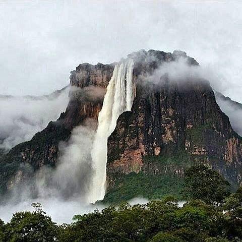 Mira así se ve el imponente salto Ángel en época de lluvias.  Venezuela es impresionante verdad?  Por eso le ponemos el corazón a todo lo que hacemos este hermoso país merece lo mejor de cada uno de nosotros. !Vienen tiempos mejores!
