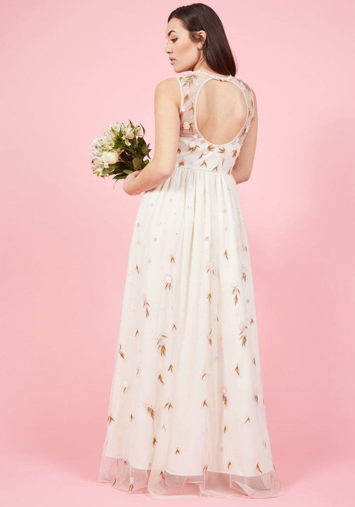 Simple Chic Wedding dresses under $300 | Wedding Dress for garden wedding #bohoweddingdress #simpleweddingdress #chicweddingdress #bohogown