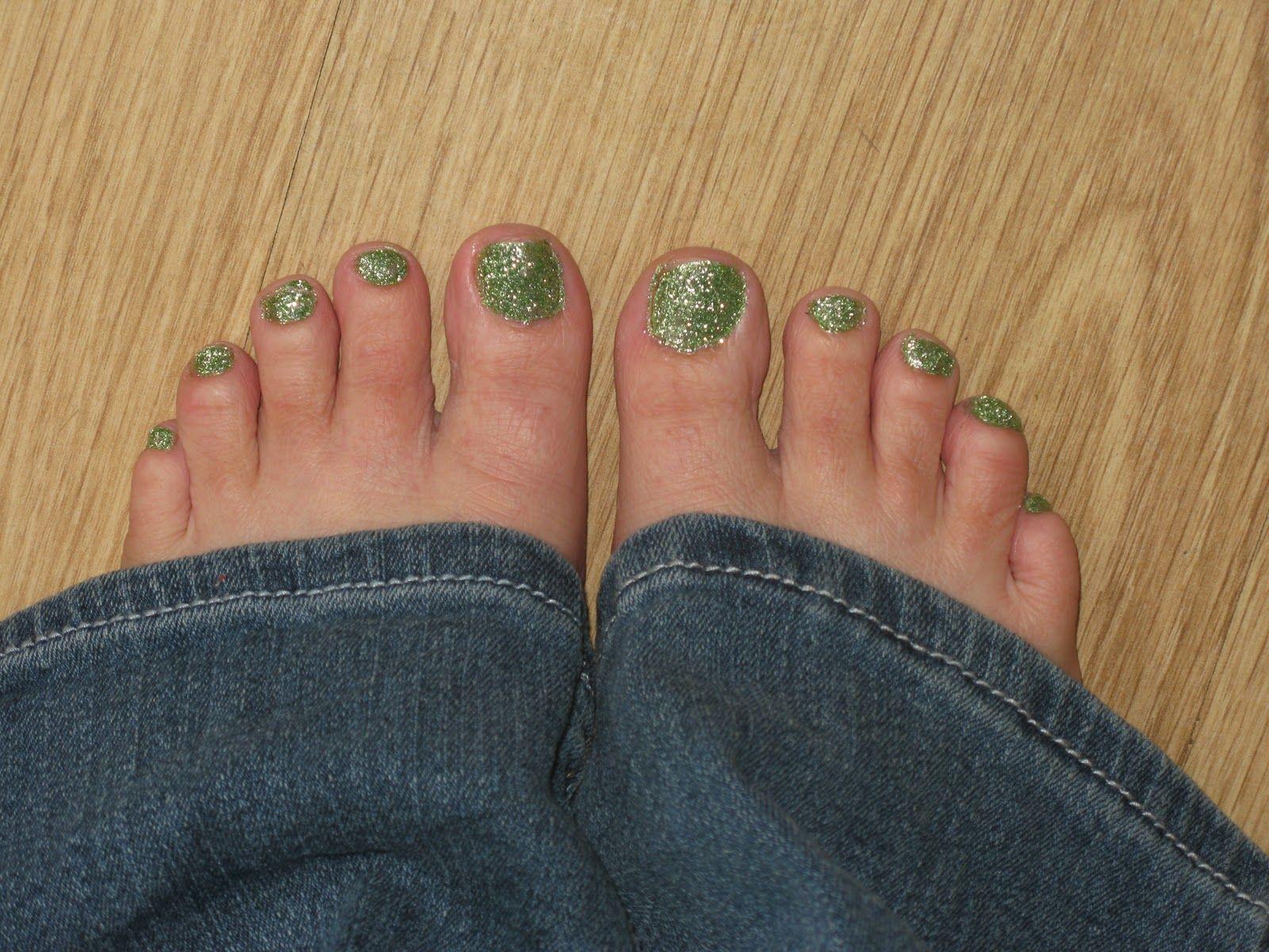 DIY Glitter Toes   Female Feet - Frauenfüße   Pinterest