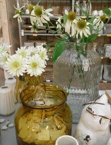 wit met okergeel #wit #okergeel #glas #karelhendriksen #tuincentrum #KH_TC
