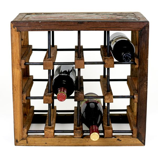This 12 Bottles Wine Rack Blends An Industrial Feel With The Spontaneity Of Nature Constructed Of Reclaimed Hardwoods It Highlights Th Casitas Muebles Madera