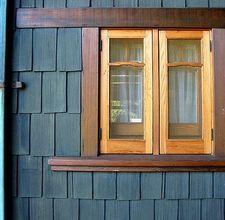 What Is Cedar Shake Siding Ehow Com Cedar Shake Siding House Siding Vertical House Siding