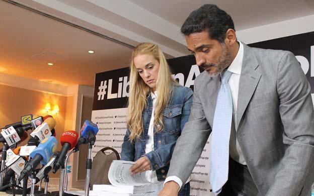 ¡No desfallece! Lilian denunciará sentencia de Leopoldo ante la ONU http://bit.ly/1KAvTWN