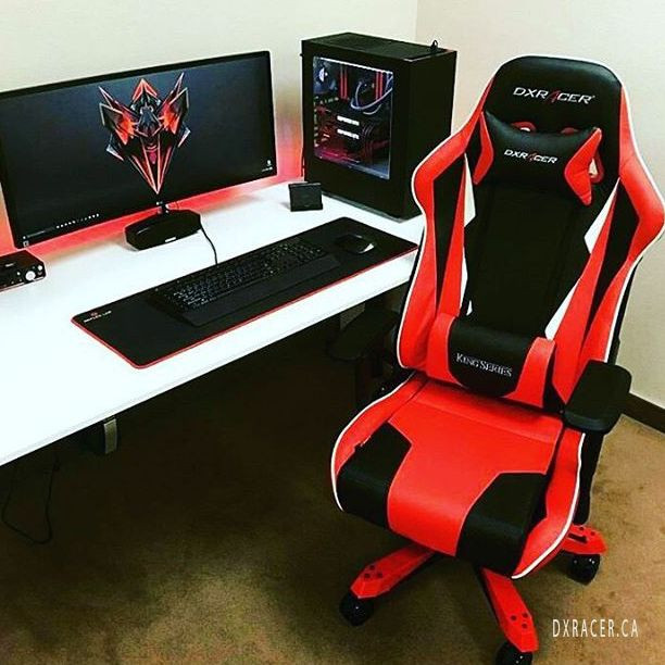 Now that 39 s a cool setup dxracer gaming teamkaplap for Silla razer gamer