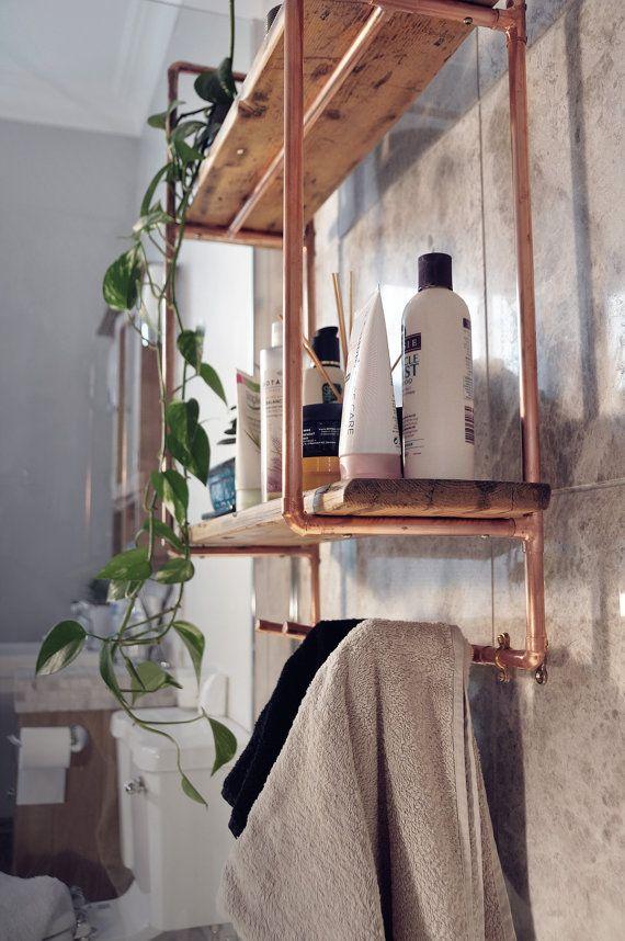 Grand tuyau en cuivre à 2 étagères et unité en bois récupéré avec patères   – Kuche