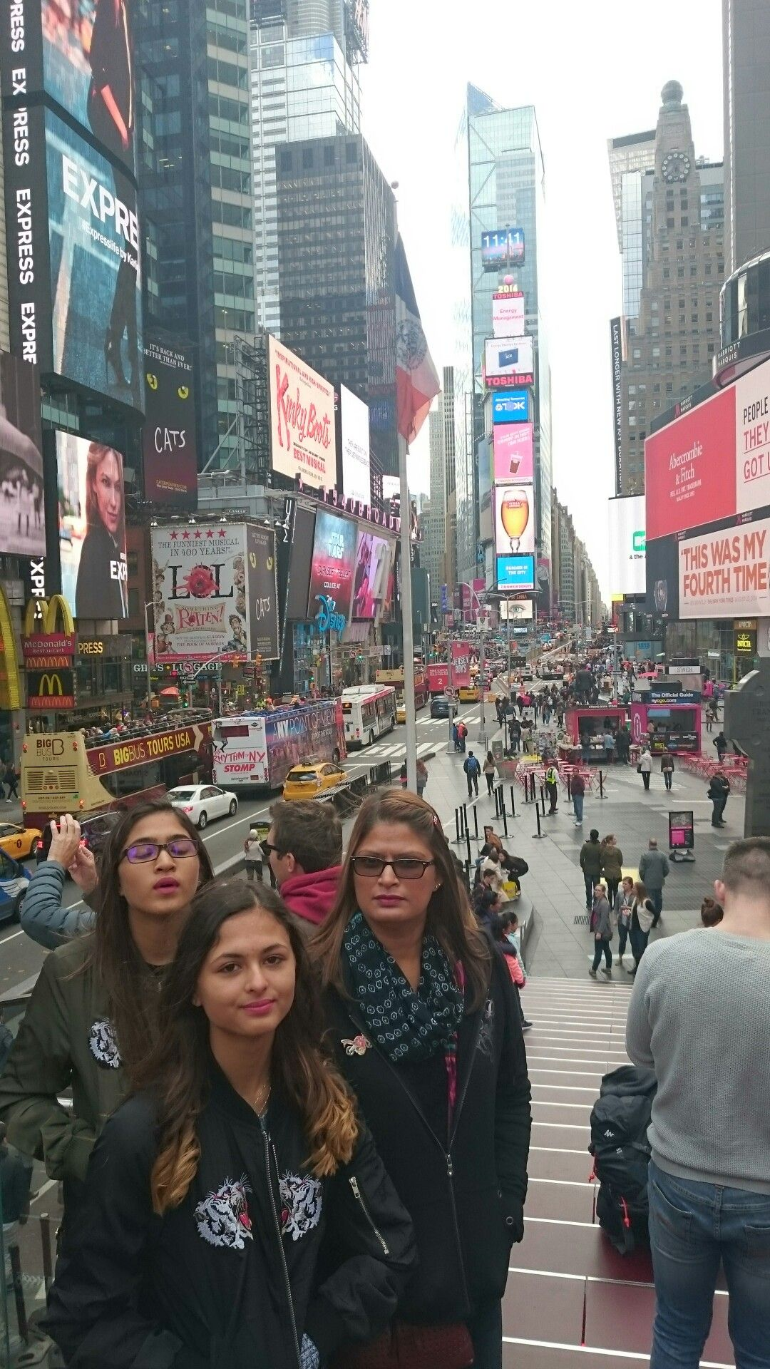 time square ⬜ nothing like it times square square