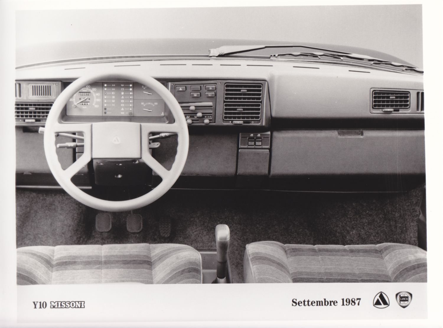 Lancia Y10 Missoni dashboard (9/87)