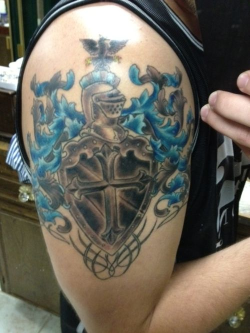 family crest tattoo picture at tattoos i like pinterest tatuajes y arte. Black Bedroom Furniture Sets. Home Design Ideas