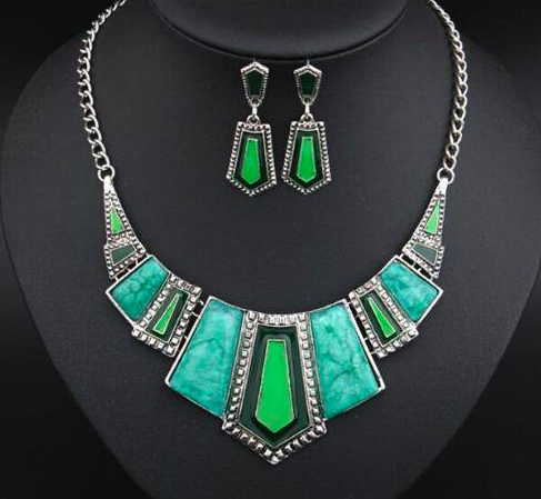 Stunning is my middle name!  This fashion ornamental necklace and earrings set is perfect to wear on any occasion.