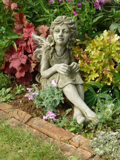 Gartendeko Figur Skulptur Elfe Fleur Pheeberts By Fiona Scott Steinguss Eur 169 00 Garten Deko Skulpturen Gartenfiguren