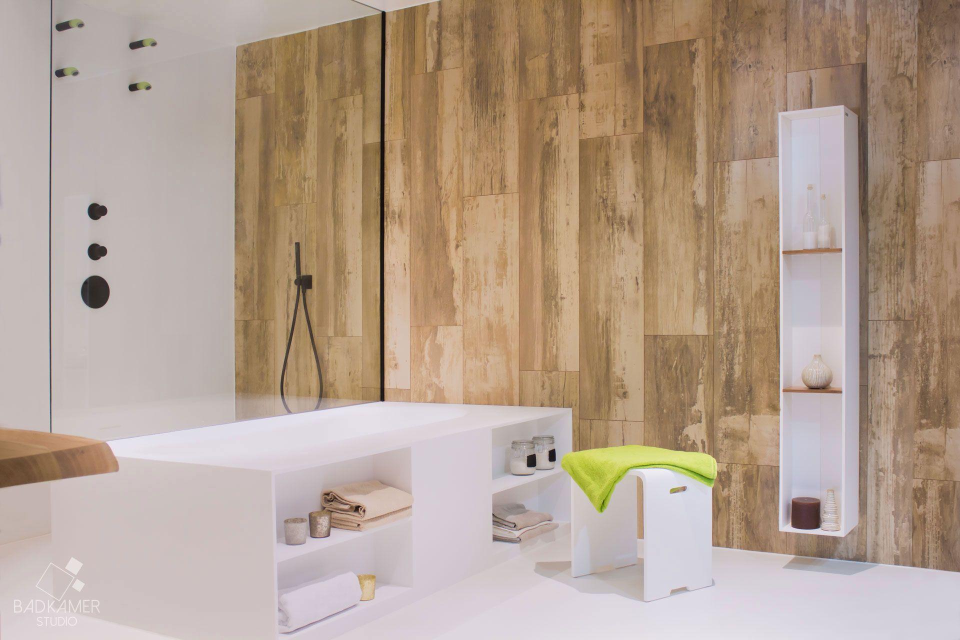 Underlayment In Badkamer : Organische badkamer met solid surface corian bad en waskommen en