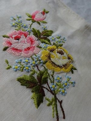 Vtg-LADIES-Micro-PETIT-Point-EMBROIDERED-Cabbage-Roses-HANDKERCHIEF-Hanky-LINEN