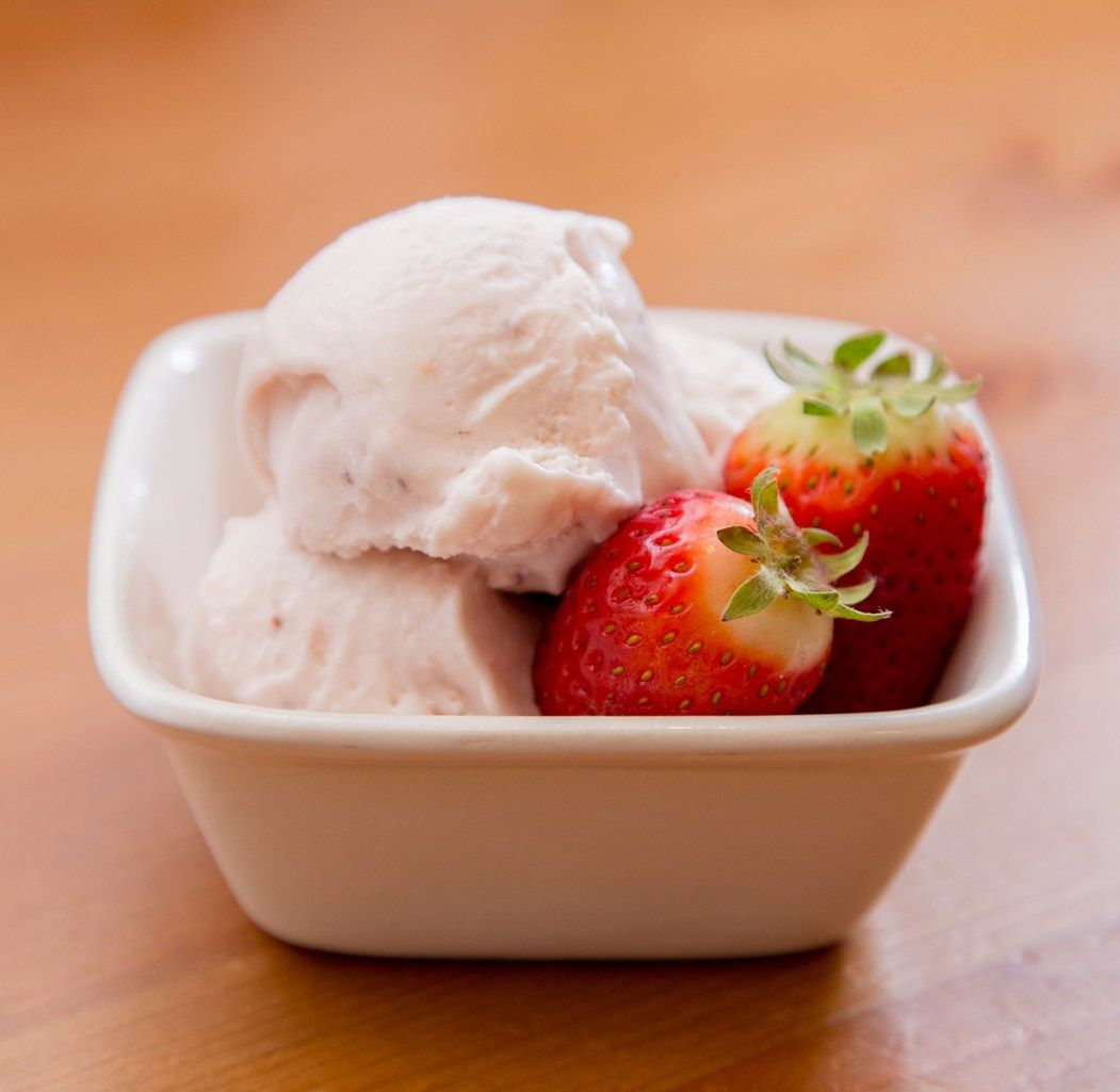 Roasted Strawberry And Buttermilk Ice Cream The Missing Lokness Roasted Strawberries Buttermilk Ice Cream Ice Cream