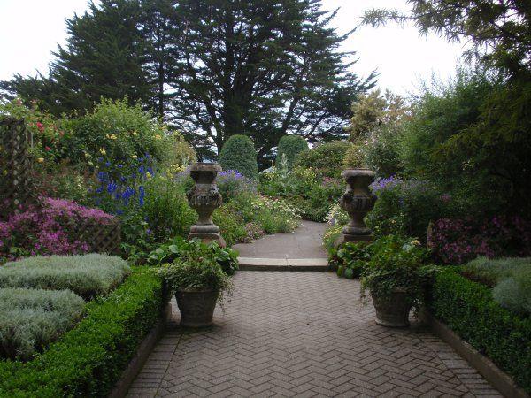 Garden Design Ideas An Entry With A Sense Of Welcome And Progression Garden Design Garden Castle Garden