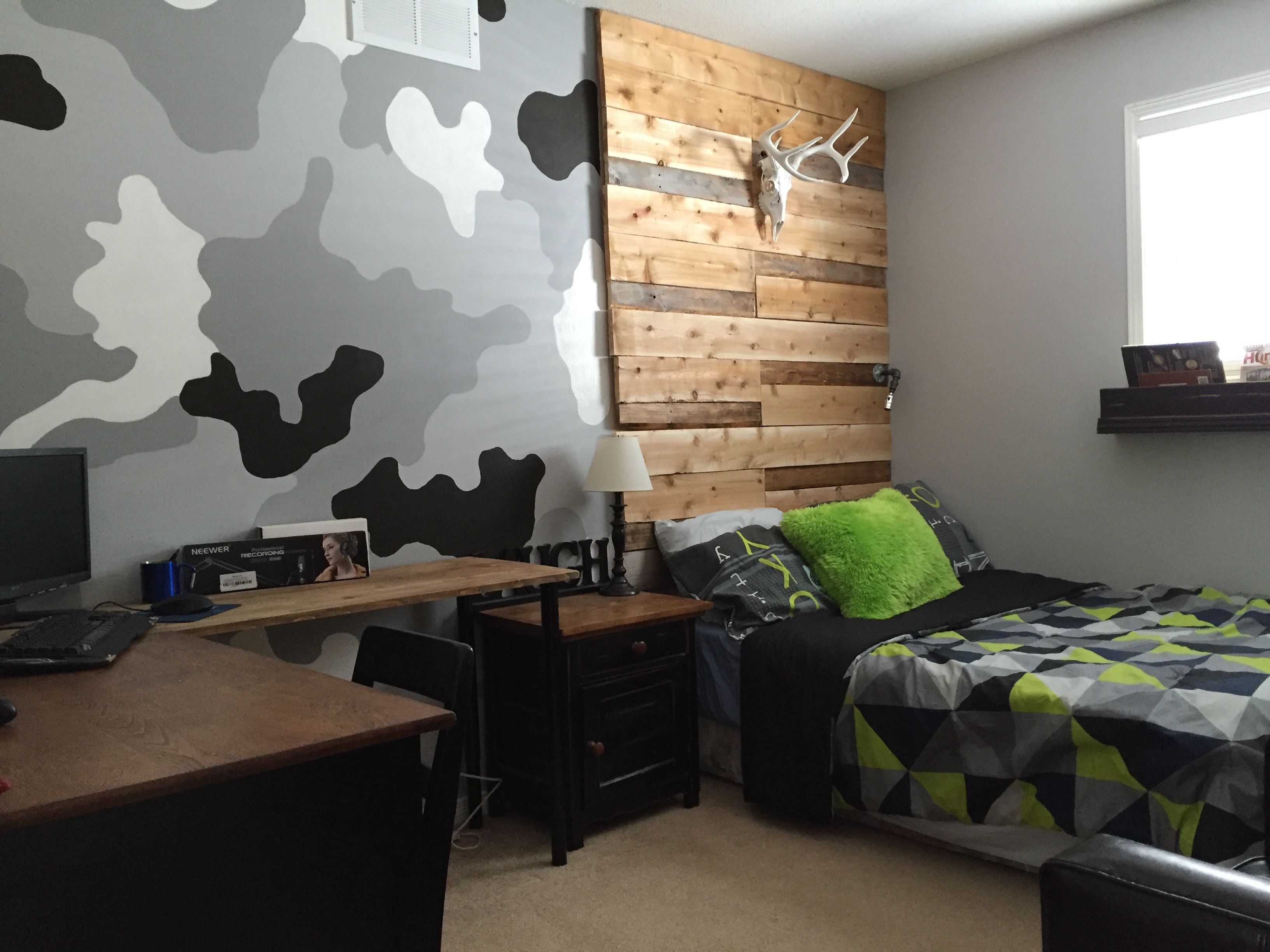 Barn board headboard camouflage wall in boys room rustic boys barn board headboard camouflage wall in boys room rustic boys room wood pallet amipublicfo Choice Image