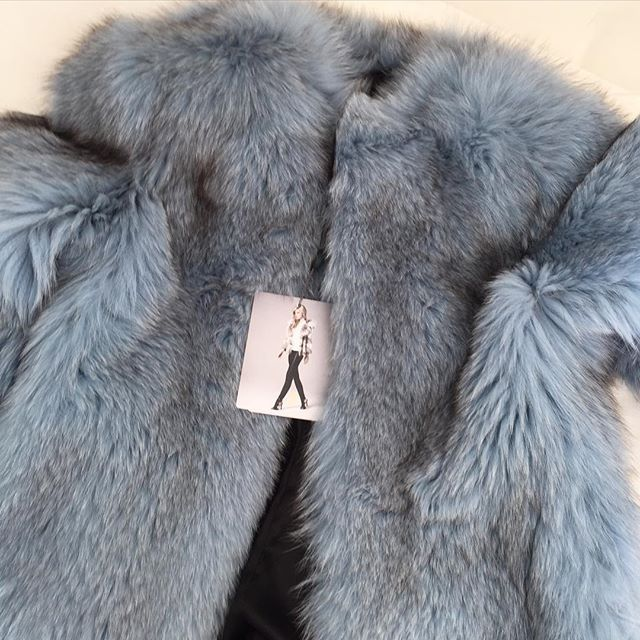 Dare to Dream! #fox in Cielo Blu from Lilly E Violetta! #fur #lillyevioletta #fashion #madeinitaly #originassured #craftedbyhand #madetomeasure #livingluxuryeveryday