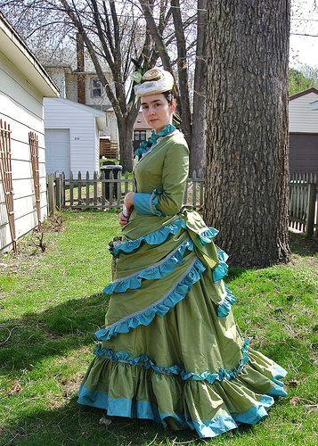 green ruffle bustle dress 014