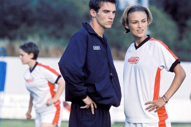 Keira Knightly and Jonathan Rhyss Meyers in Bend It Like