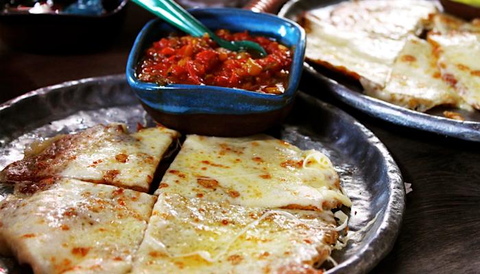 Patacones con queso y hogao #colombianfood | Comida