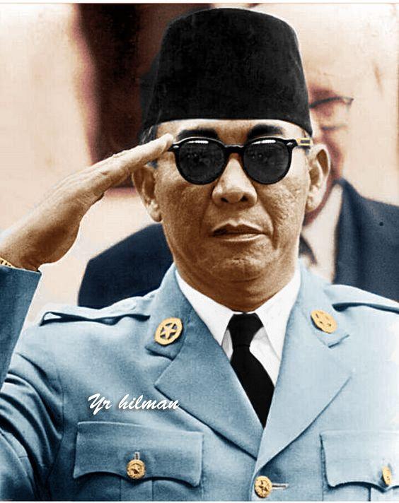 Presiden Soekarno Dengan Sikap Hormat Tokoh Sejarah Sejarah Dunia Foto Langka