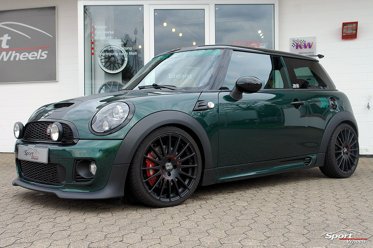 Superturismo Gt 18 On Mini Cooper Jcw Ozracing Transportation