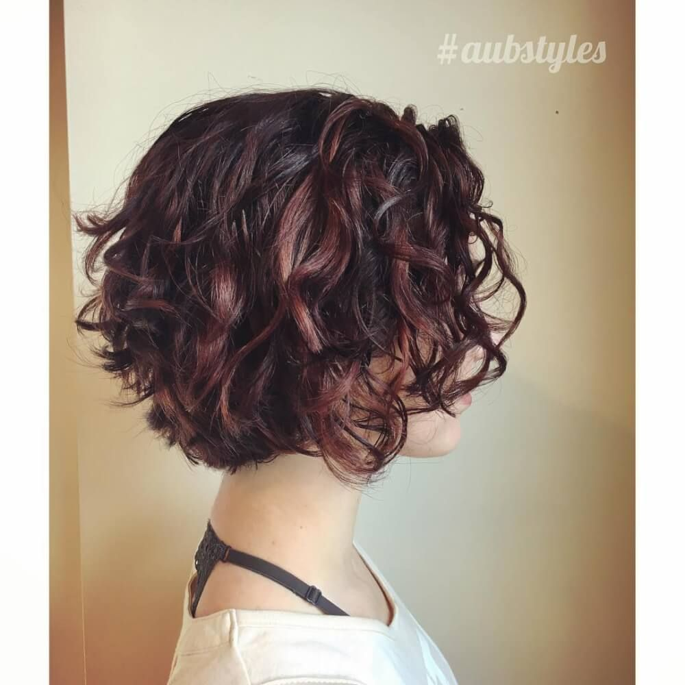 29 Short Curly Hairstyles To Enhance Your Face Shape Short Curly Haircuts Curly Hair Trends Short Curly Hairstyles For Women