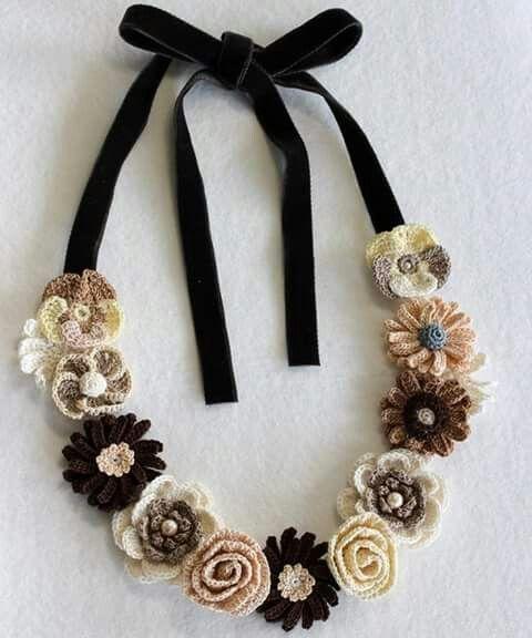 Collana fiori | crochet | Pinterest | Häkeln, Halsketten und Blüten