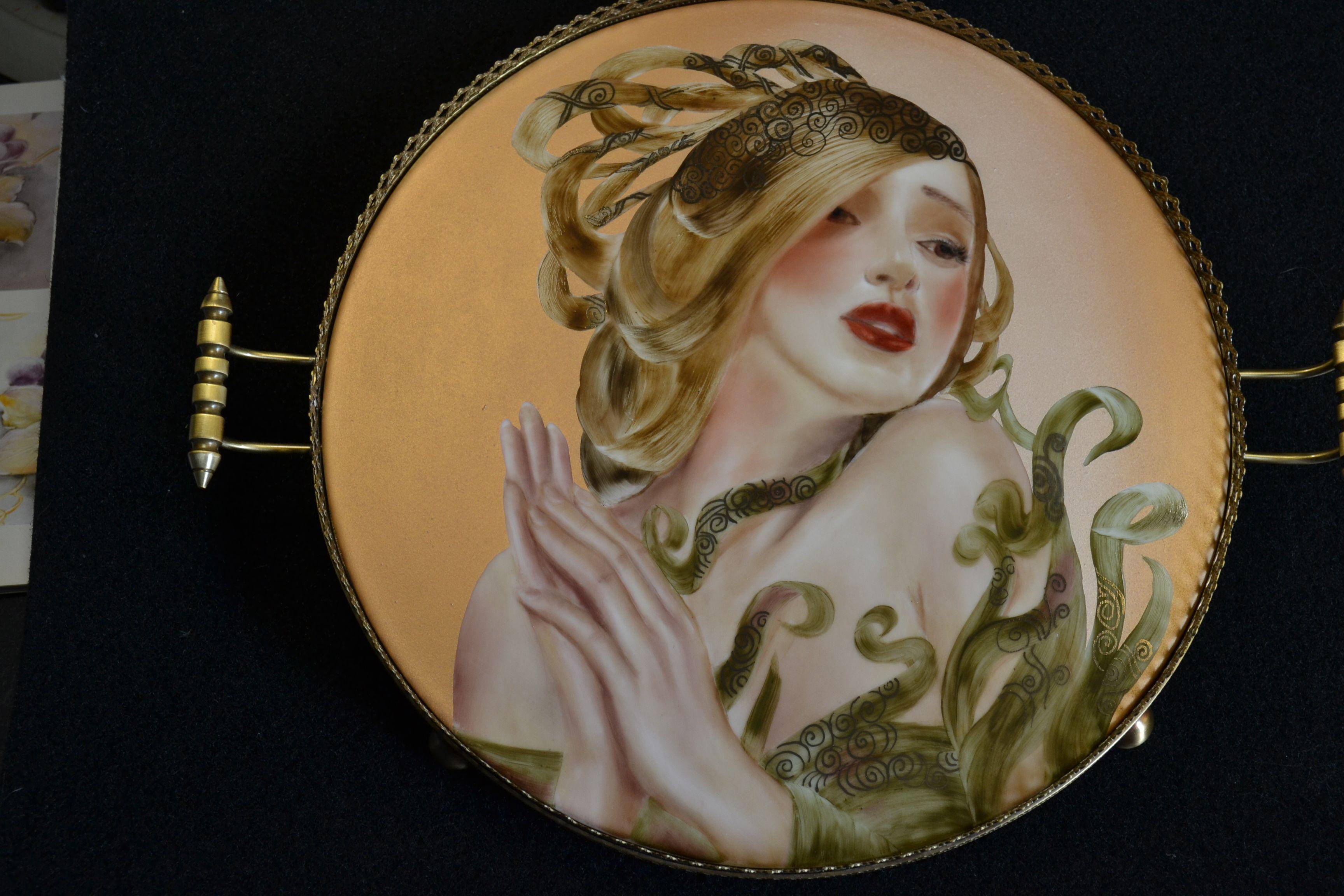 """""""Annabelle"""" peinture sur porcelaine. Peint main. www.idporcelaine.net  ou sur facebook Irène Lorient IDporcelaine"""
