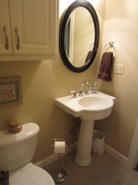 Oval Mirror Over Pedestal Sink Bathroom Ideas