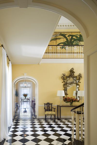 Minimalist Beach House: Palm Beach Residence By Thad Hayes