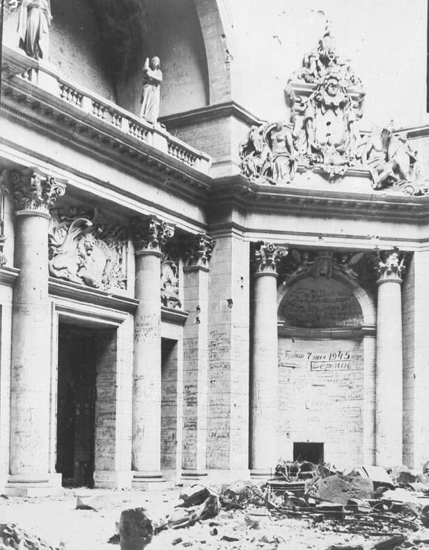 Berlin In Trummern Reichstag In Den Inschriften Berlin Berlin Today Ruins