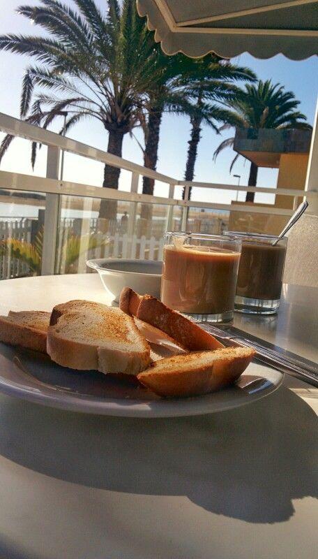 Buenos días, pervers@. ¿Desayunamos? Que luego recorrer las dunas quema calorías. ;)