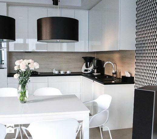 Metamorfoza Salonu Z Kuchnia Mala Otwarta Kuchnia W Ksztalcie Litery L W Aneksie Styl Skandynawski Zdjeci Home Decor Kitchen Design Gray And White Kitchen