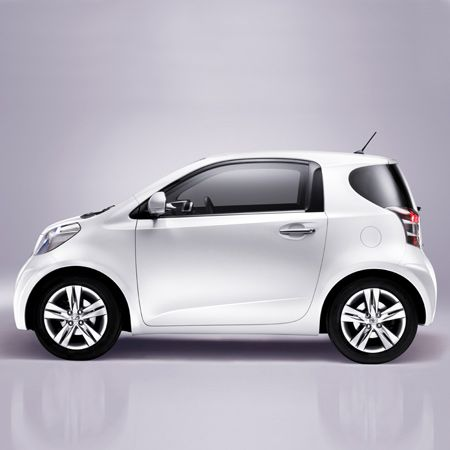 The Toyota iQ city electrics is presented by Toyota as the