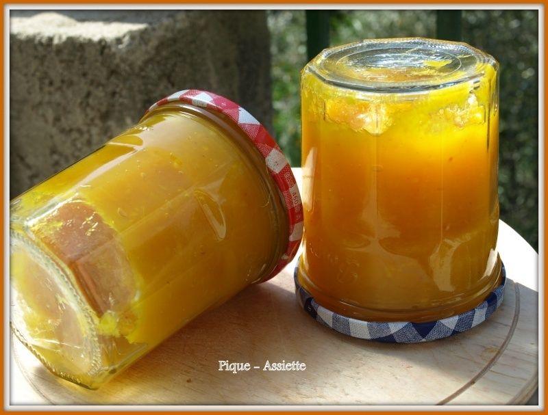 Chutney de mangue légèrement épicé.