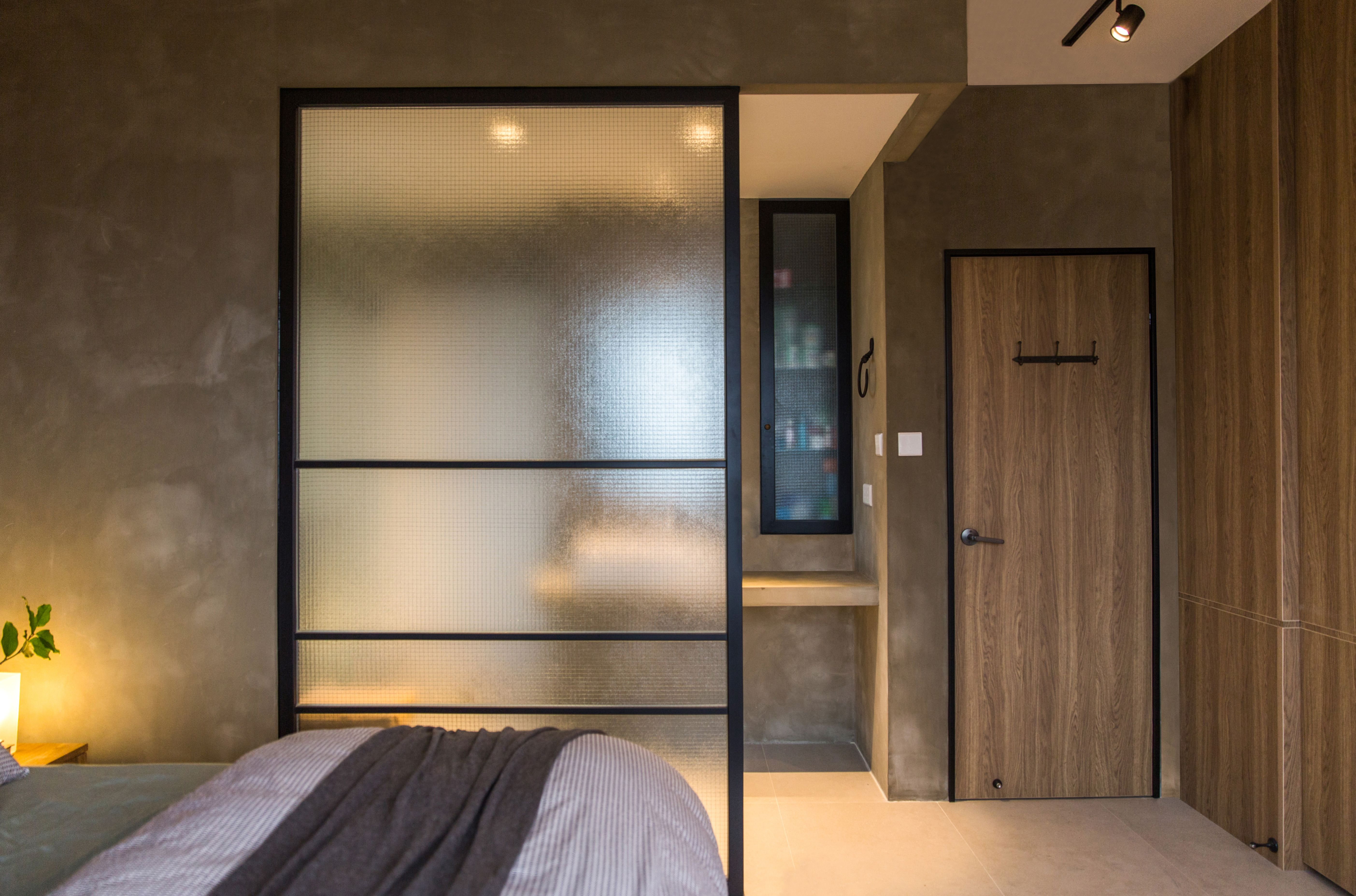 Master Bedroom Glass Partition