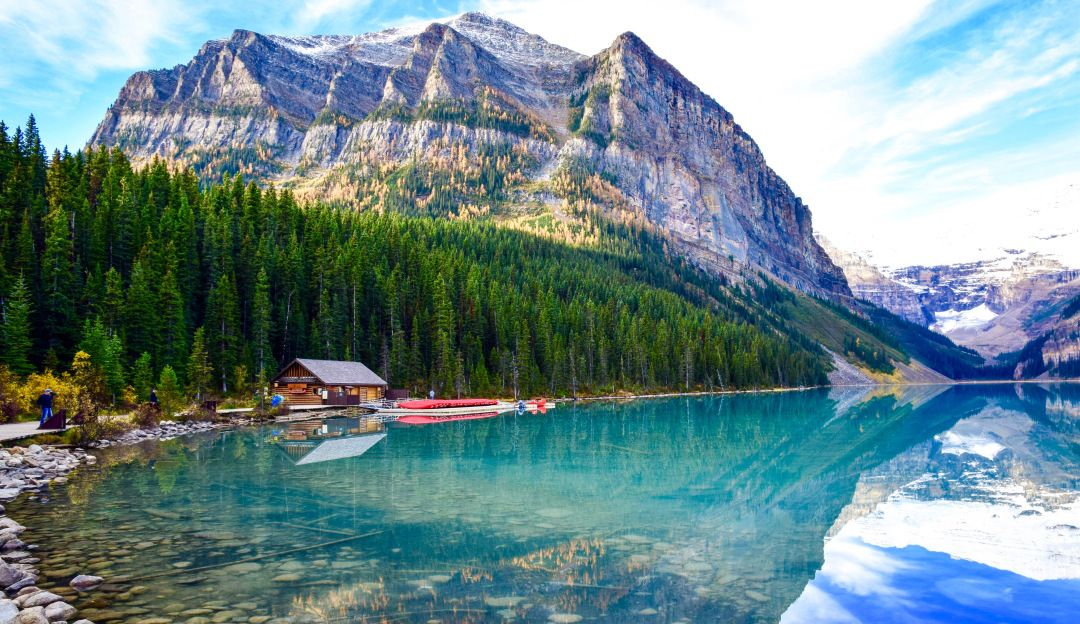 Banff is Canada's first National Park and with more than 3.5 million visitors annually it is arguably one of Canada's most popular national parks. With UNESCO World Heritage status and hot spots like Lake Louise, Moraine Lake, The Columbia Icefield and Banff Town I can understand why! It might very well be one of the most beautiful places on Earth!